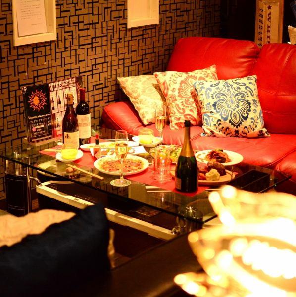 [소중한 사람과 보내는 ... 특별한 공간] 편안한 소파에서 여유하면서 좋아하는 와인과 칵테일에 이야기 웃을 수있는 그런 공간 만들기를 소중히하고 있습니다.중요한 기념일이나 여자 회, 쁘띠 연회 등 다양한 장면에 사용할 수 있습니다.