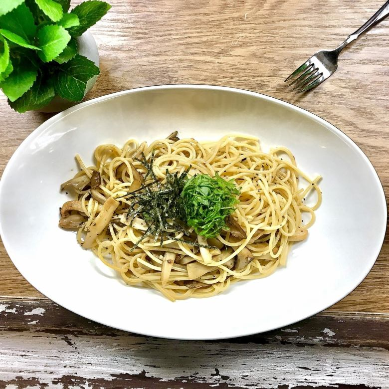 Japanese style butter pasta with large leaves and mushrooms