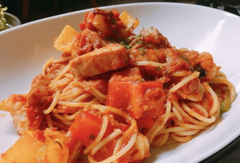 蝦和培根番茄麵食