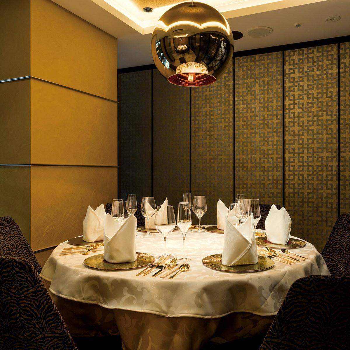 8名様向けの円卓個室です。お食事会やはずせない会食に最適です。