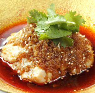 岩手県清流鶏の白蒸し 赤タレソース