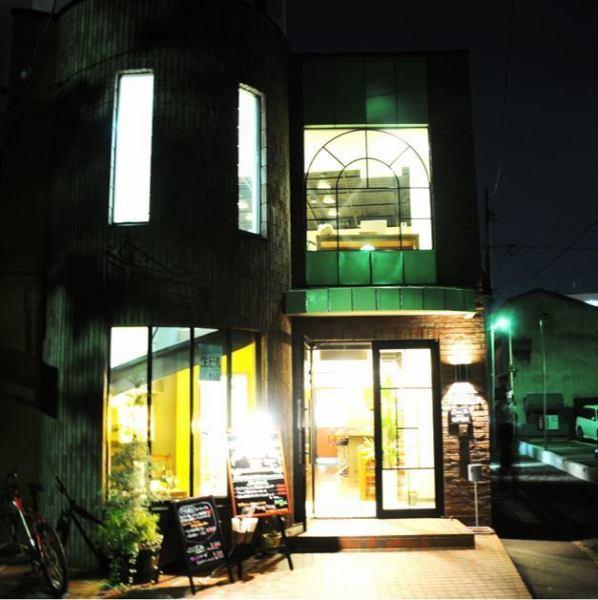 磚房子餐館。出色的外觀,具有端莊醒目的外觀。特殊飲食,適合派對。