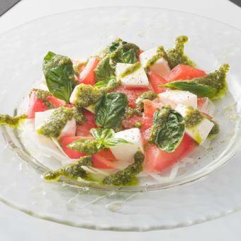 新鮮的馬蘇里拉番茄caprese在北海道