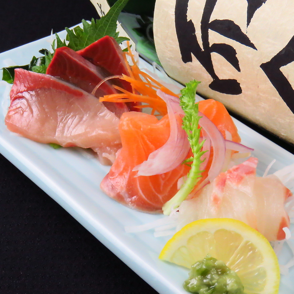 Assortment of three sashimi of the day today