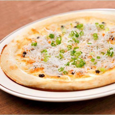 比薩鍋炸銀魚和胡椒