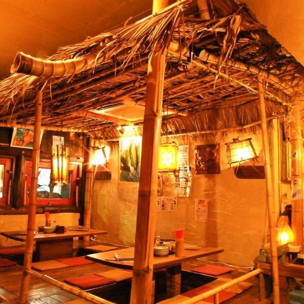 【If it's a banquet while feeling Okinawa ...】 Izakaya feeling exactly Okinawa of driftwood and tile roof! There are also diggers of OK up to 20 people ♪ Private banquet is available for around 30 guests ♪