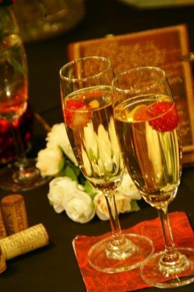 おめでとうの乾杯には苺のシャンパン