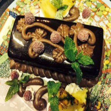 特製バースデーケーキや「愛の告白コース」など様々なお祝いに…