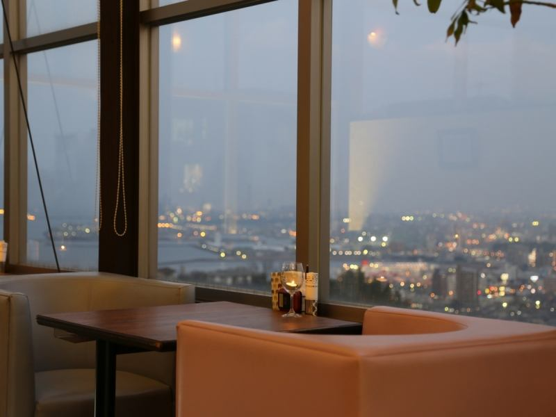 Somewhere hidden in the hill. It is attractive that you can eat while watching the night view of the panoramic view.