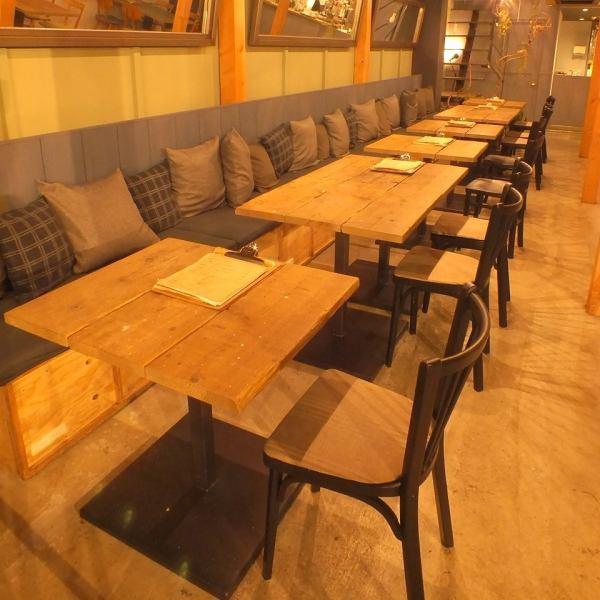 【1F】沙发座椅◆可预留15人供私人使用。◎所有座位都配有电源插座,提供免费无线网络连接!下班时可享受健康美食和酒精,聊天时无需担心女孩派对,生日派对,生日派对,咖啡馆使用,工作你可以。即使在午夜也可以喝咖啡,这是很高的分数♪