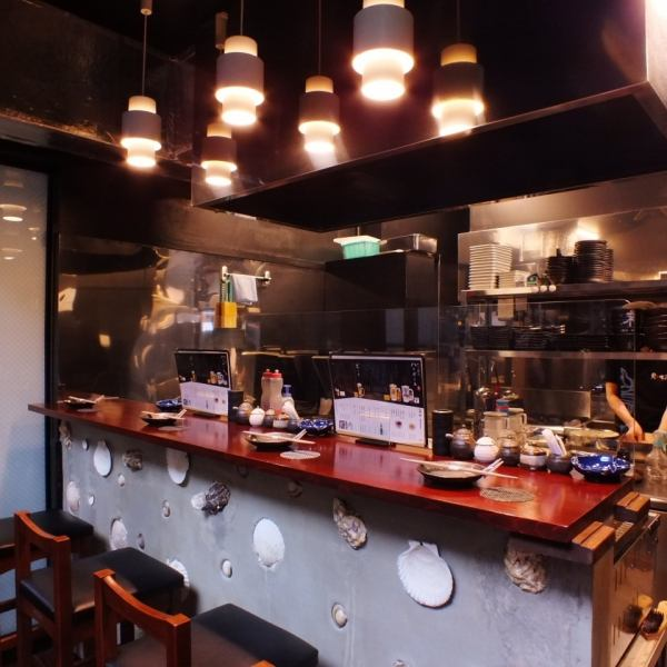 【Enjoy with the five senses! Counter】 Counter seats that serve baked dishes in front of you are also popular seats that are very popular with live feeling.Of course, you can enjoy the fragrance as well as the taste.