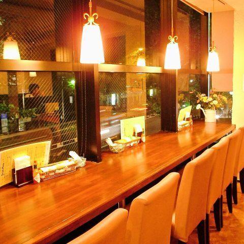 Hig Koenji·2F櫃檯俯瞰絲綢森林公園
