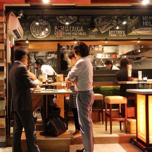 [来自Nikubardakara的新建议]我希望你能更容易地吃肉,价值。有了这样的想法,Namikiden Nancho Store实现了更受欢迎的Neo大众市场酒吧×Meatbaru!您可以享受价格优惠的黑牛美食,而不是其他Dakara。1F的开放空间用于囊。2F·3F适合各种宴会♪※也可提供完整的私人房间。