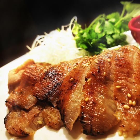 香ばしい豚肉の炙り焼き「ムーヤーン」