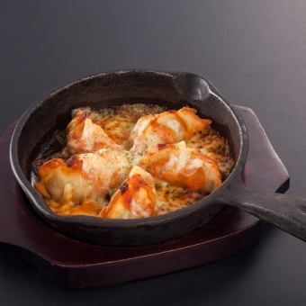 鉄板チーズ焼き餃子