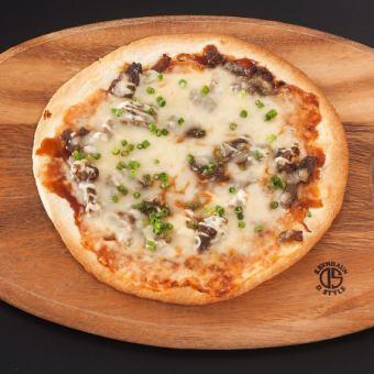スジ煮込みピザ