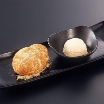 揚げパンをアイスと一緒に召し上がれ