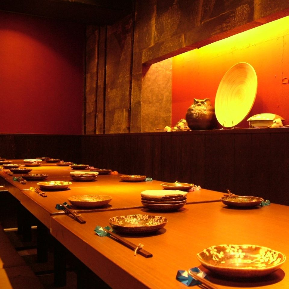 20 명 이상의 다다미 방은 어른의 분위기 공간.'일본'의 정취가 소중한 연회에 딱!