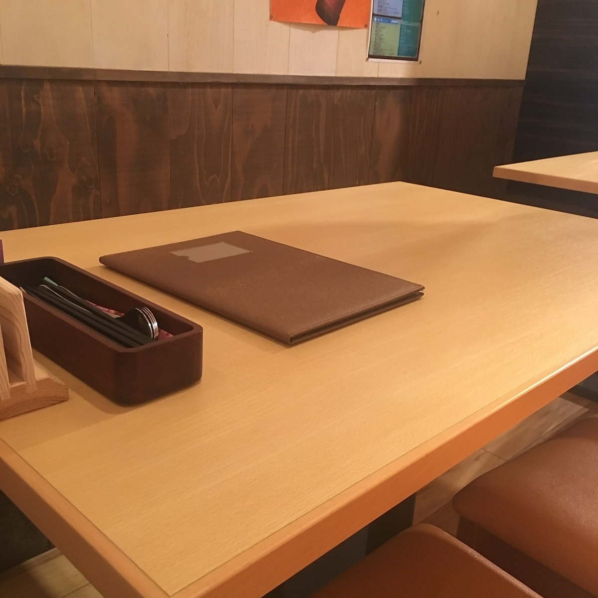A table seat that you can feel free to use even for 1 person.Please use it for lunch and dinner between work ♪