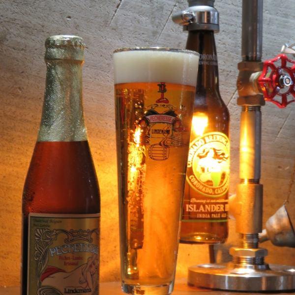 店内のライトはビール瓶をあしらったライトなど雰囲気を盛り上げてくれること間違いなしの仕掛けが◎