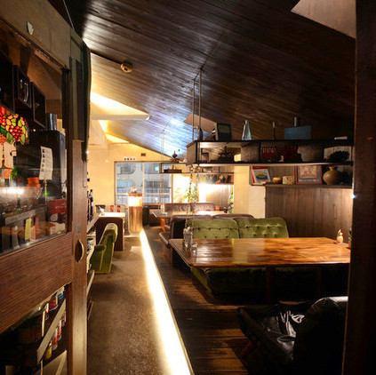 沙发座椅中央的隐藏处,成像阁楼。咖啡厅使用〜丰富的食物和酒精◎
