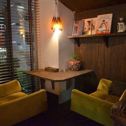 【推荐约会】古色古香的情侣座椅轻松放松,是一个受欢迎的座位,周围环绕着涩谷的风景,甚至在购物和涩谷约会时还有贴饰。