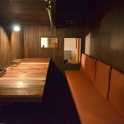 沙发座椅中央的隐藏空间