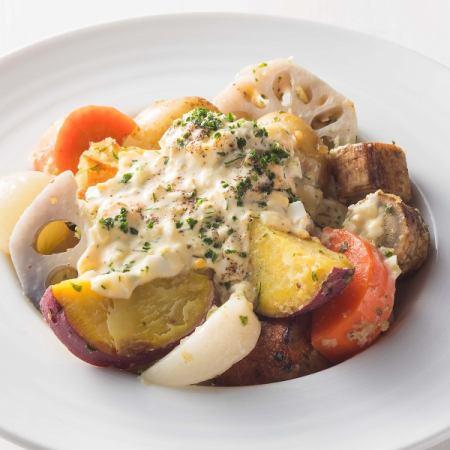 ●7種の根菜のサラダ ~ハーブのタルタルソース~