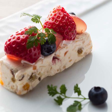 ●クリームチーズとドライフルーツ・果実のアイスケーキ