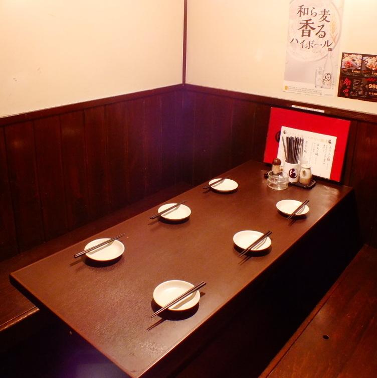 広めのお席でゆっくりと…周りを気にせず楽しめる半個室です!