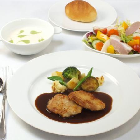 【本格フレンチをランチでも♪】季節の食材を使用した特製ランチコース<全4品>1200円(税抜)~