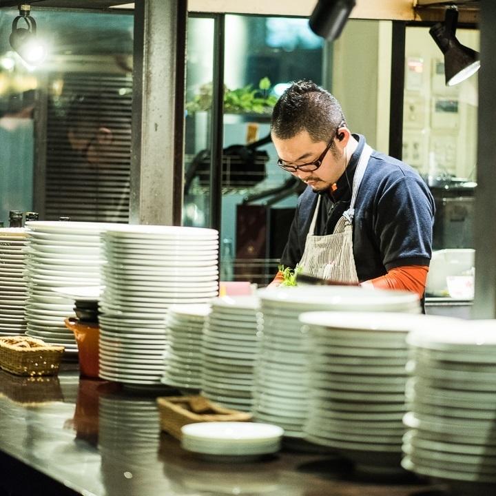 一個人,約會◎這是一個開放式廚房