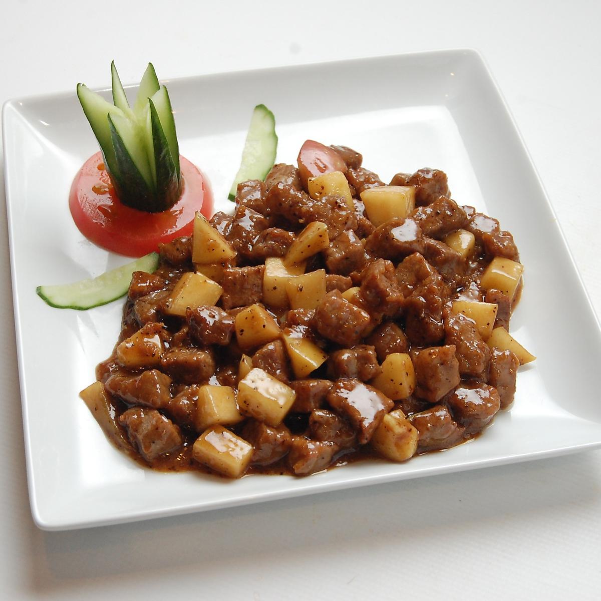 牛肉とリンゴの黒胡椒炒め