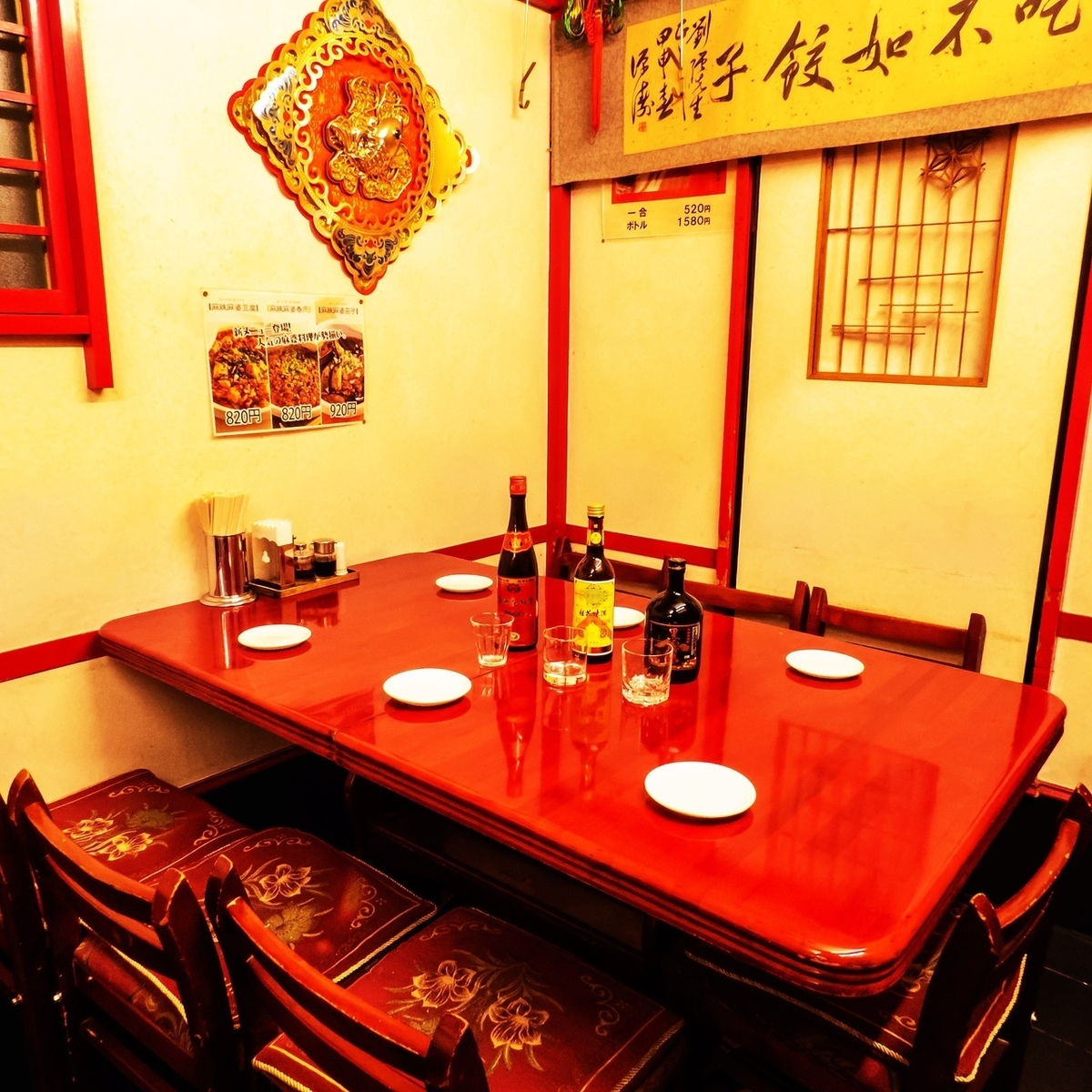 4 table seats! Enjoy delicious cuisine in authentic Chinese atmosphere! Various dishes ♪