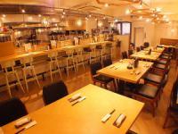 4名テーブル×5席。テーブルを繋げる事も可能なので最大30名までご利用ができます。女子会や宴会などにも最適!