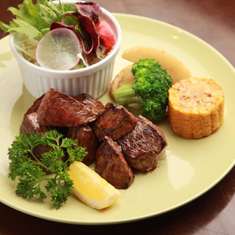 Dice steak 【Selectable sauce: Original sauce sauce, grated ponzu】 (with salad) 150 g