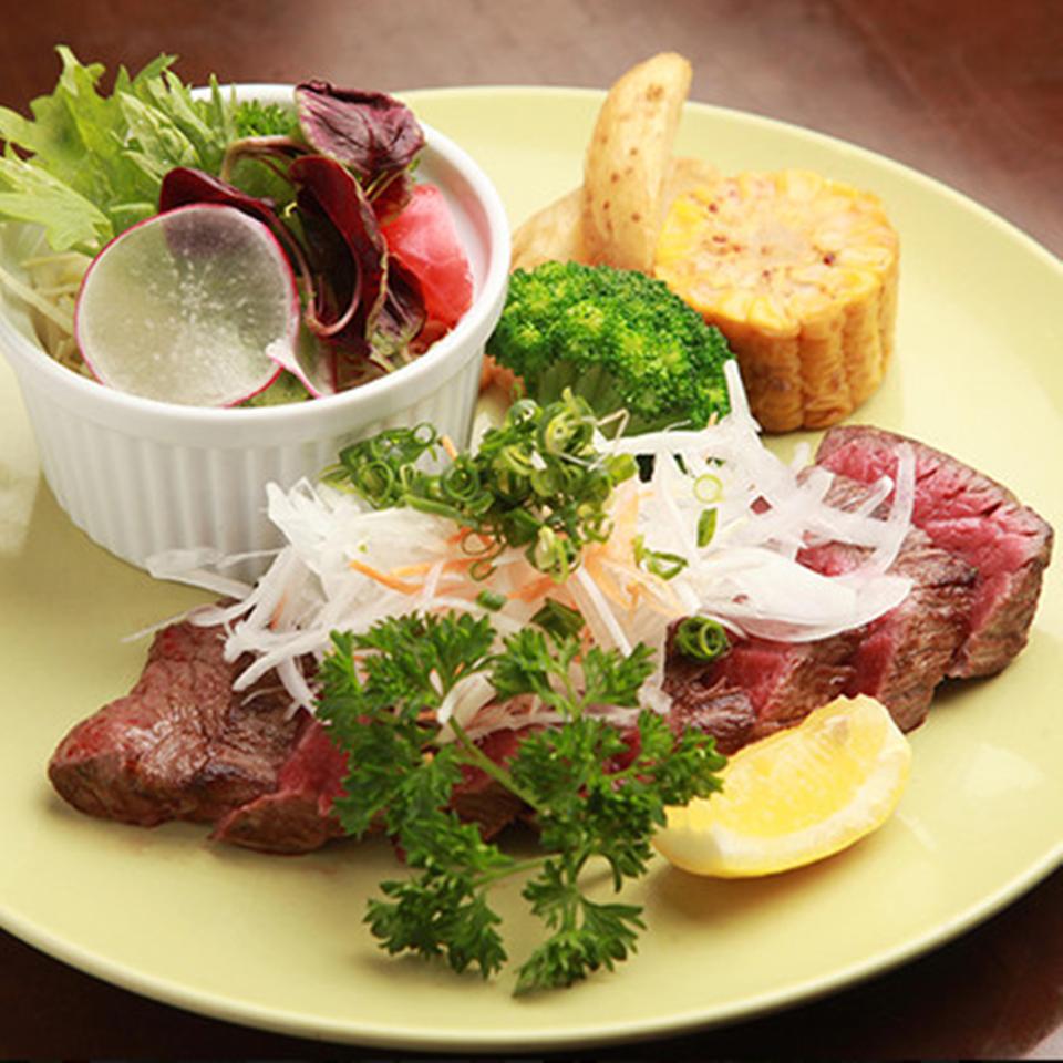 牛肉たたき風ステーキ (サラダ付) 150g