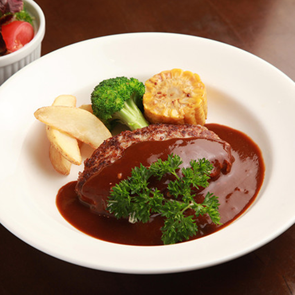 ハンバーグステーキ 【選べるソース:デミグラスソース、おろしポン酢】 (200g・サラダ付き)