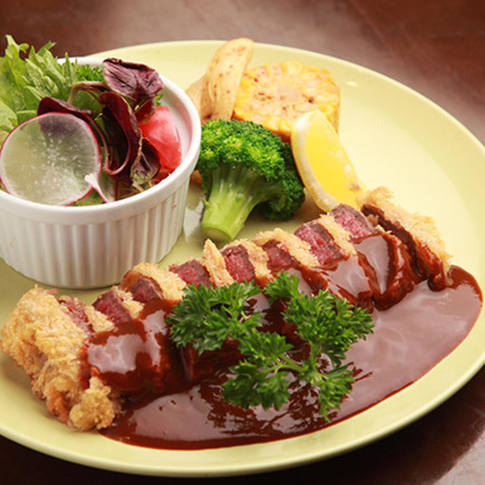 Beef cutlet (with salad)