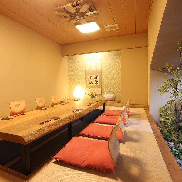 Private room of digging type that can be used for up to 12 people. Private private rooms available for 2 others. (Digging tatami room for 2 to 12 people possible)