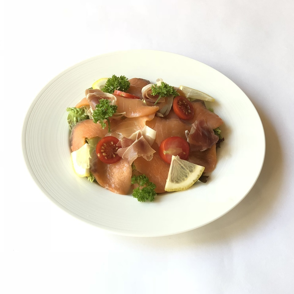 Salad with raw ham and smoked salmon