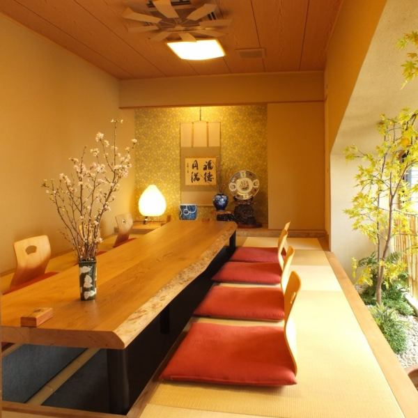Private room of digging type that can be used for up to 12 people.Interior feeling the harmony of Japanese ... Please spend a relaxing time.