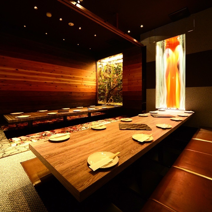 Groups also in private room! Warmly modern Japanese space with gorgeous gold and wood grain can be used widely from private drinking party to company banquet ☆ ♪ a good time in an atmosphere preeminent ... ♪