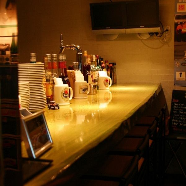 柜台座位的店,好玩竹野外国瓶装啤酒和葡萄酒的完美平静的空间。这也是在午餐和晚餐计数器变化的良好氛围!