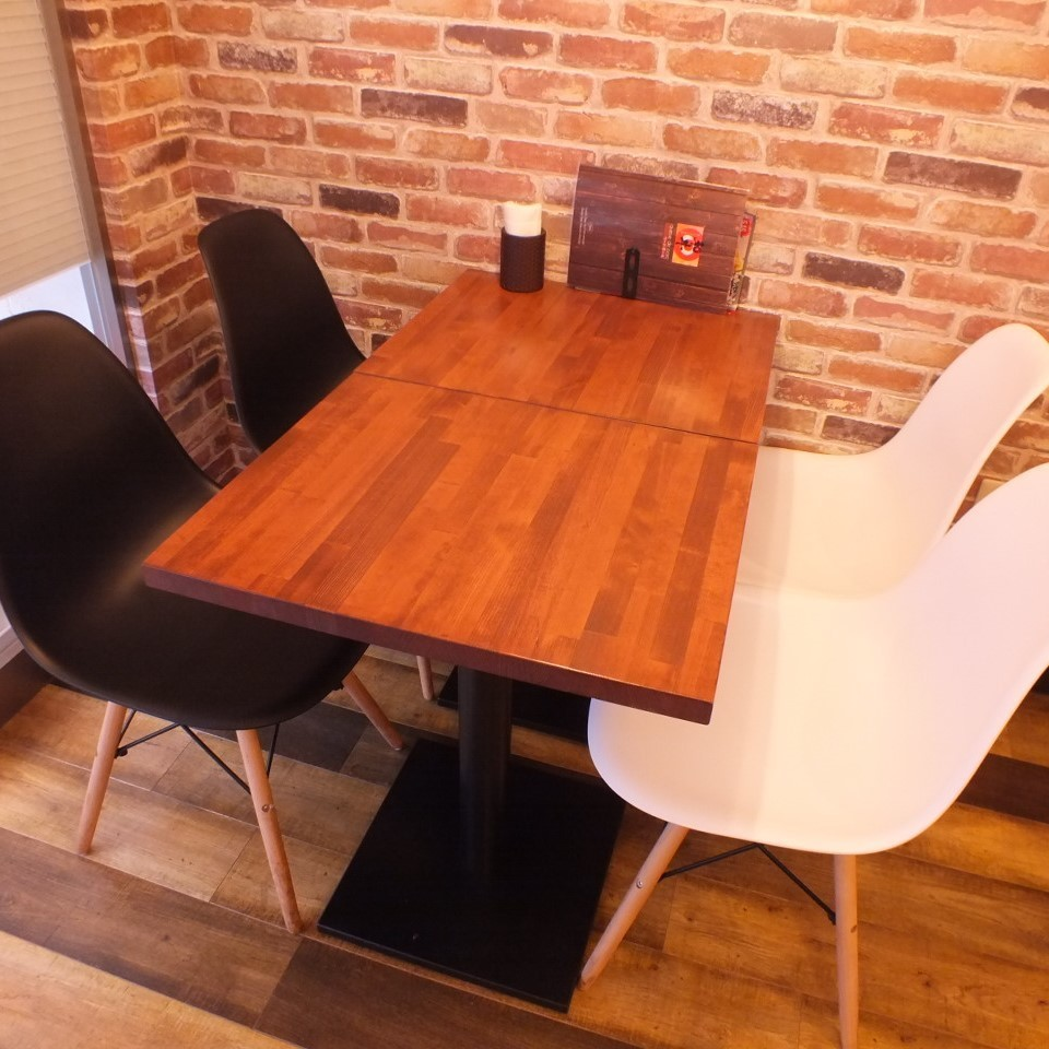 Table for 4 people (1)