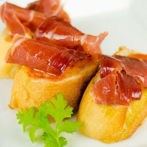 生ハムとトマトのブルスケッタ 《Raw ham & tomato bruschetta》