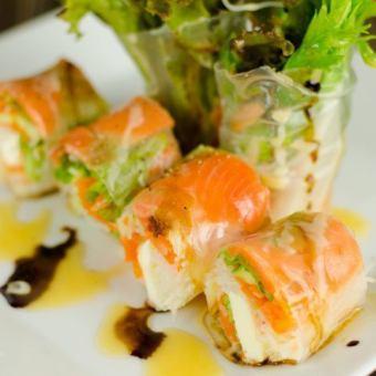 サーモンとアボカドの生春巻き 《Salmon & avocado fresh roll》