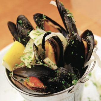 ムール貝の白ワイン蒸し《White wine steamed cream mussel》