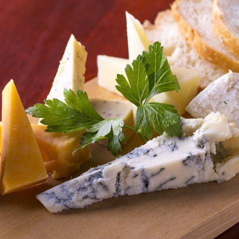 チーズ盛り合わせ《Cheese Platter》