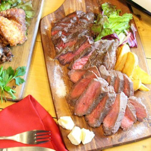 大人気の肉料理!!